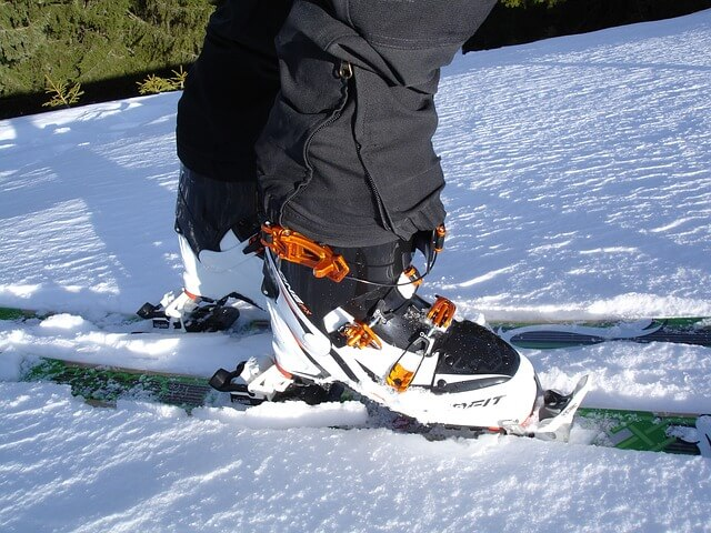 chaussures-de-ski-blanches