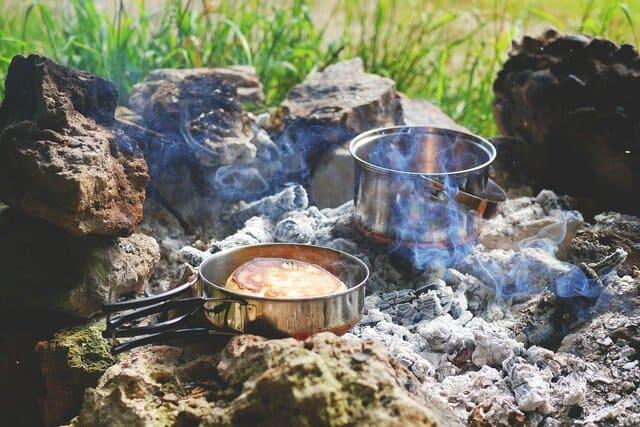 poeles-et-casseroles-pour-le-camping